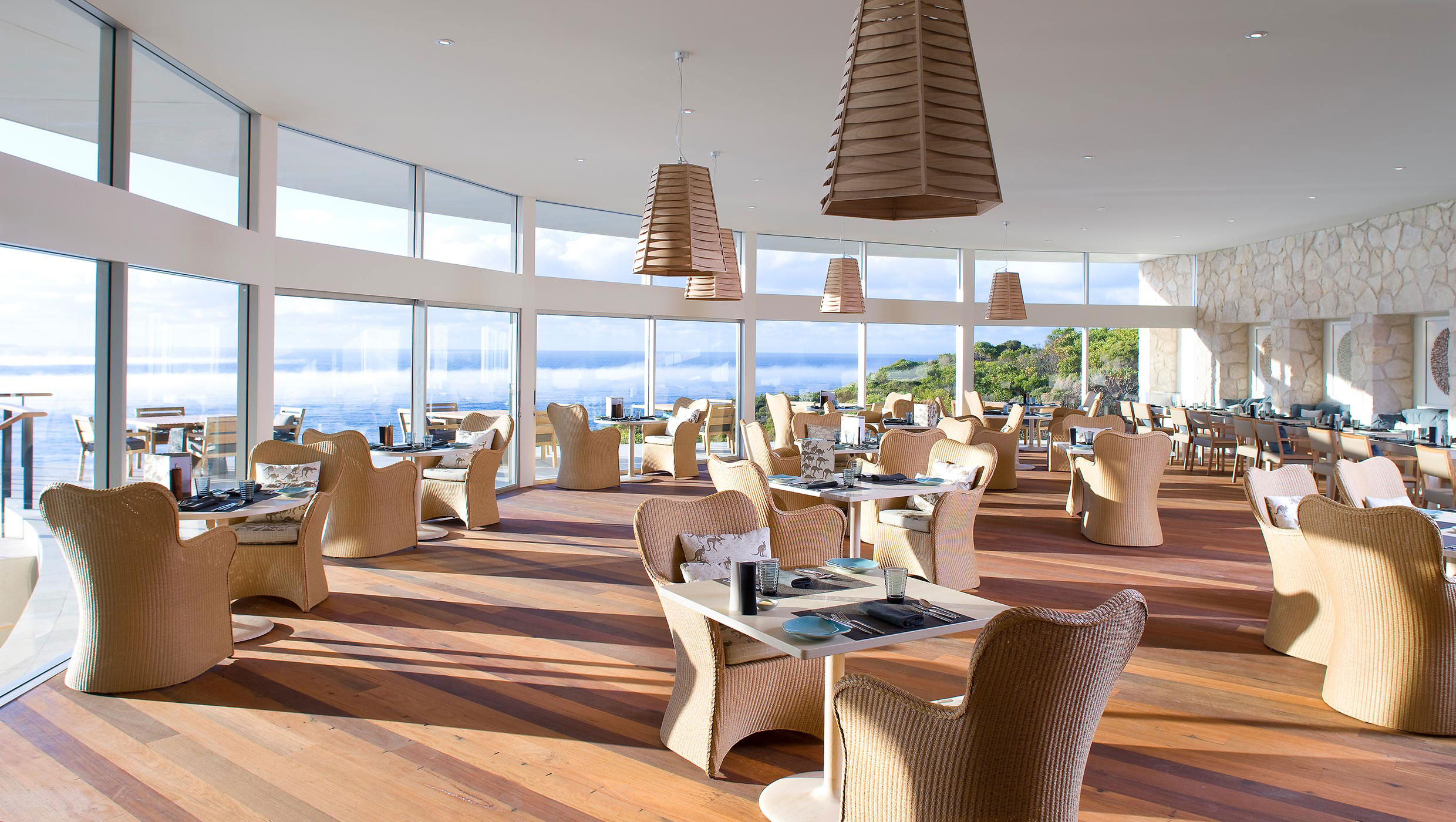 SOL-DINING-ROOM-01comp